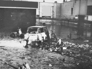 sottopassaggio-del-viale-fratelli-rosselli-a-firenze-dopo-lalluvione-del-1966