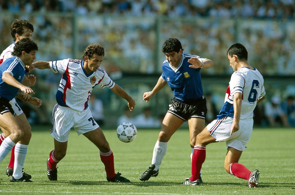 B48FCM Sport / Sports, soccer, football, World Cup 1990, final round, quarter-finals, Yugoslavia against Argentina, (2:3) in Florence, Italy, 30.6.1990, scene with Diego Maradona, match, historic, historical, 20th century, people, 1990s,